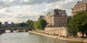 Paris_Seine_Riverbank_3726_700x350_tcm21-119822